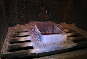 La cenere nella camera di combustione della stufa
